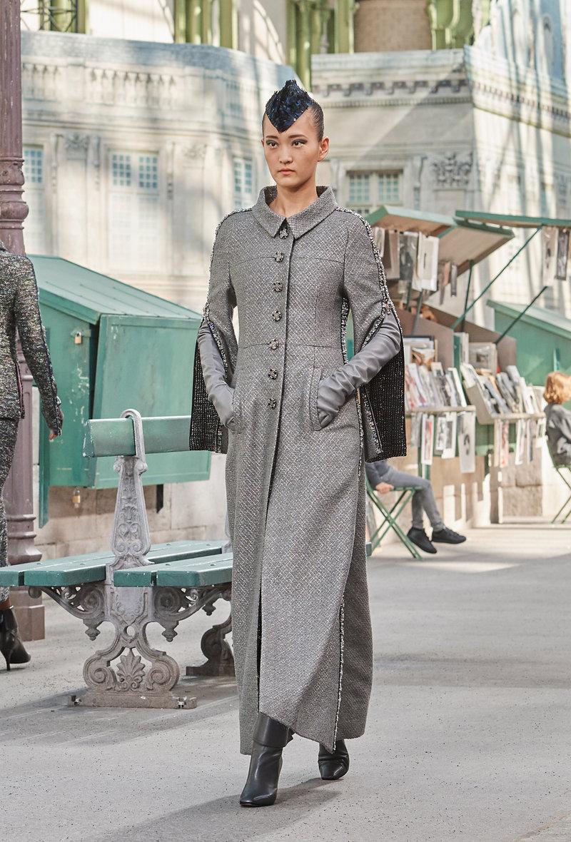 Μακριά παλτό με μακριά φορέματα και φούστες.
