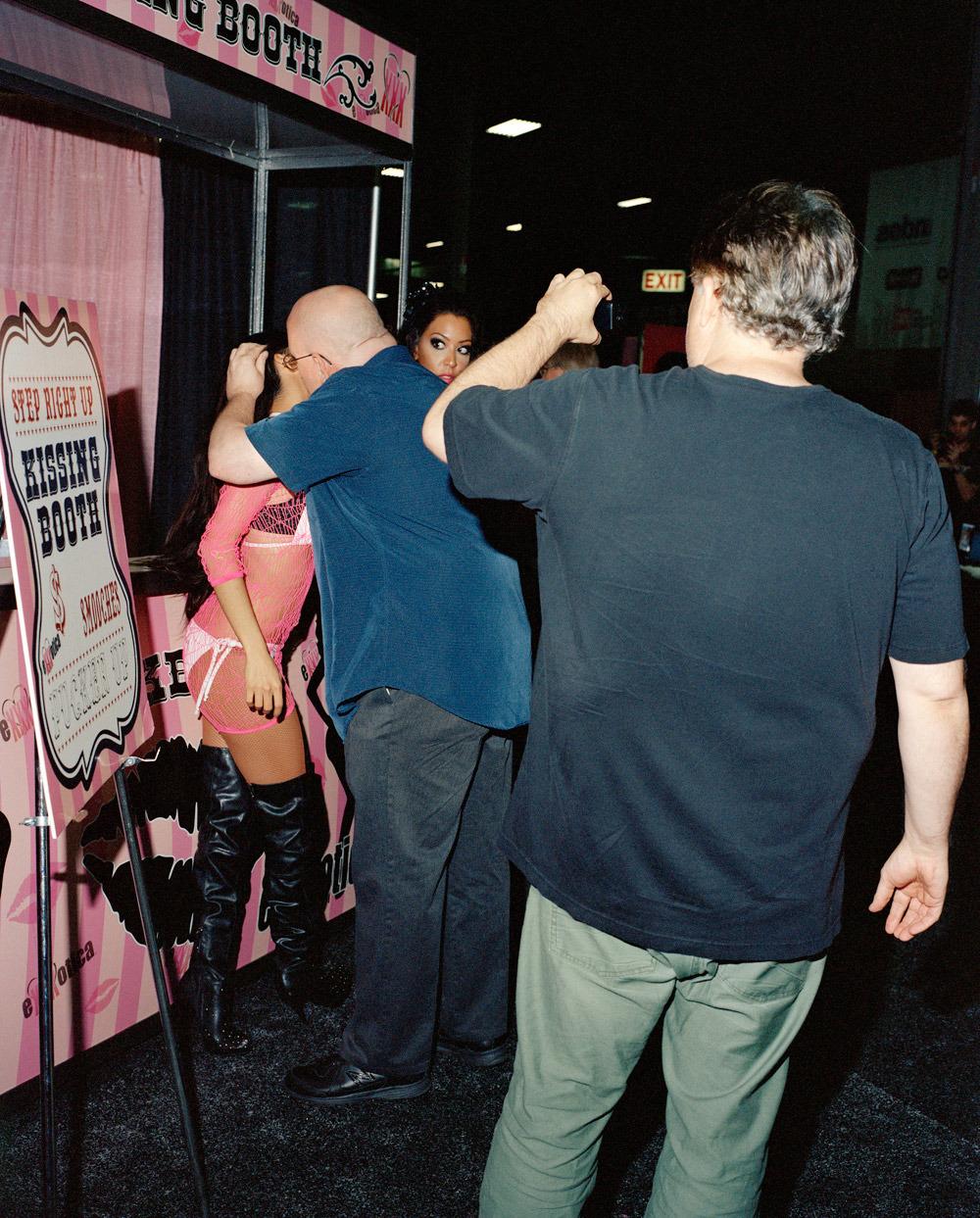 Εικόνες ασχήμιας και παρακμής από το μεγαλύτερο σεξο-φεστιβάλ των ΗΠΑ