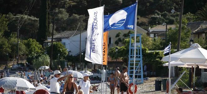 Γιατί 38 ελληνικές παραλίες «έχασαν» τη γαλάζια σημαία -Ποιες είναι [λίστα]