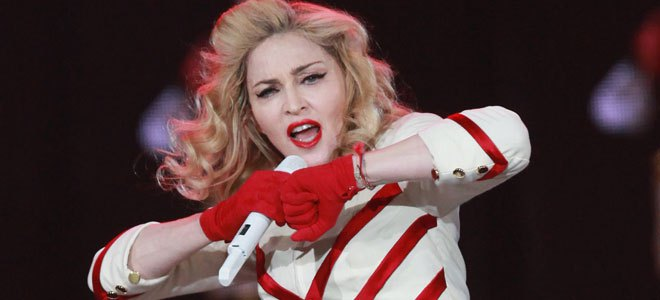 Πόσοι βοηθοί χρειάζονται για να δέσουν τις μπότες της Madonna; [εικόνες]