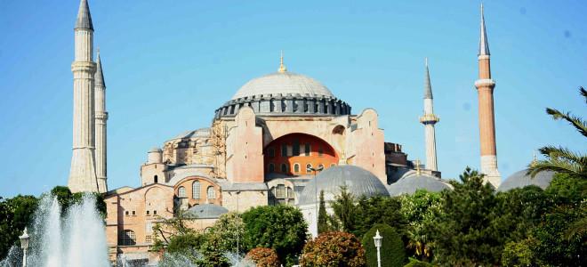 Τραβάνε το σχοινί οι Τούρκοι – Μουσουλμάνος κληρικός ζητά να γίνει τζαμί η Αγία