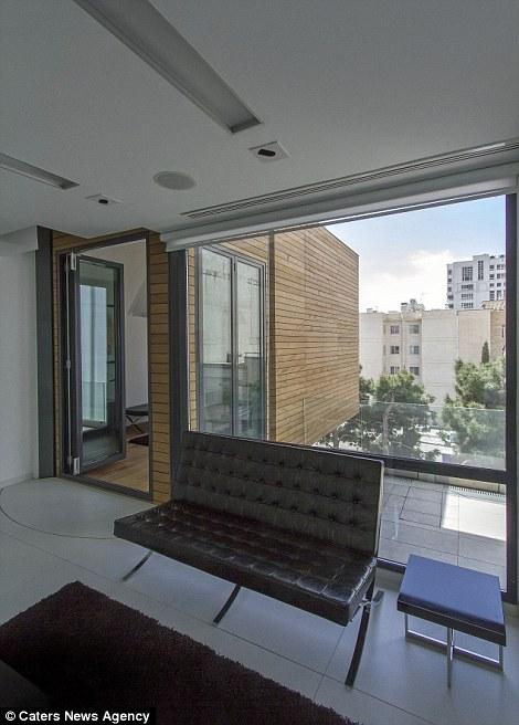 Αυτό το διαμέρισμα με το πάτημα ενός κουμπιού, αλλάζει θέση στα δωμάτια