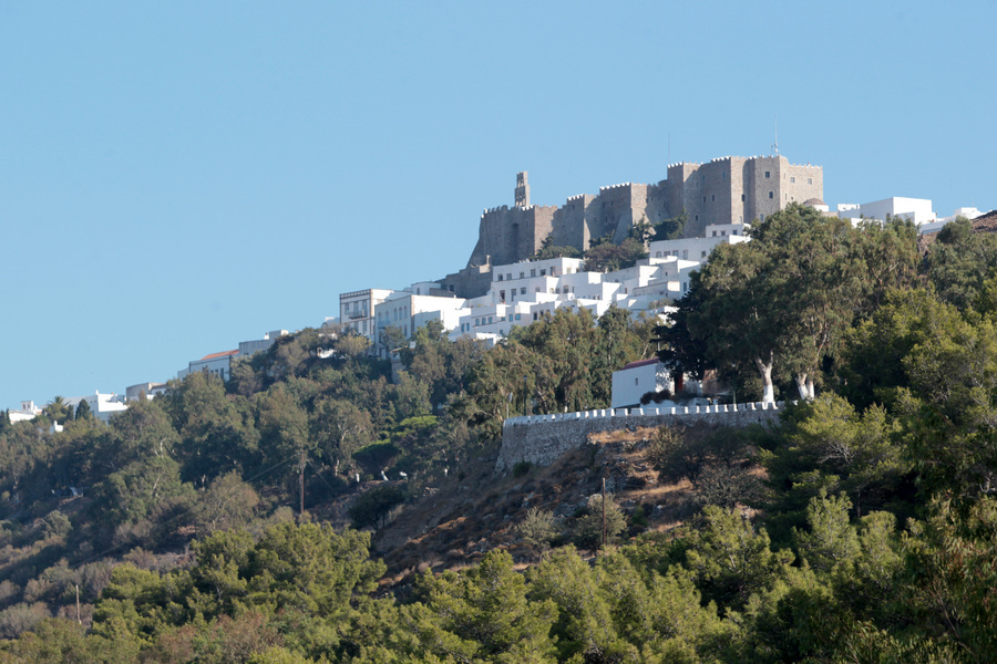 Το μοναστήρι του Αγ. Ιωάννη έχει κεντρικό ρόλο στη ζωή του νησιού / Φωτογραφία: ΑΠΕ-ΜΠΕ