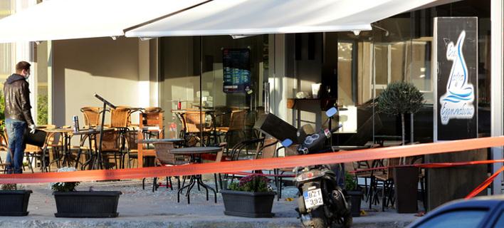 Πανικός στο Μικρολίμανο τα ξημερώματα -«Γάζωσε» με καλάσνικοφ νυχτερινό μαγαζί