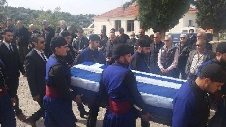 Αβάσταχτη οδύνη στην κηδεία του υποστράτηγου Γ. Τζανιδάκη [εικόνες] 18043011_450x225