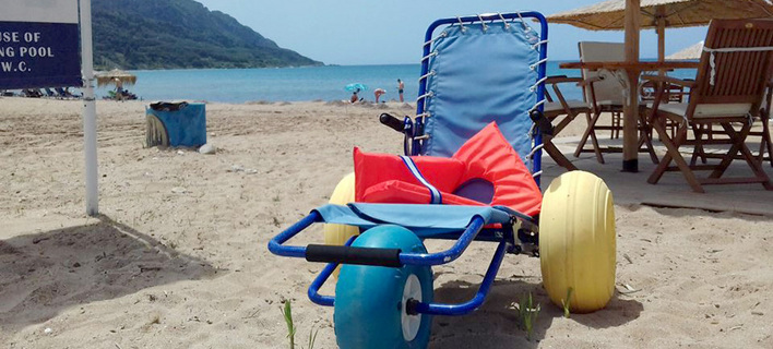 Στην Κέρκυρα έχουν όλοι πρόσβαση στη θάλασσα -Με πλωτά αναπηρικά αμαξίδια και ράμπες [εικόνες]