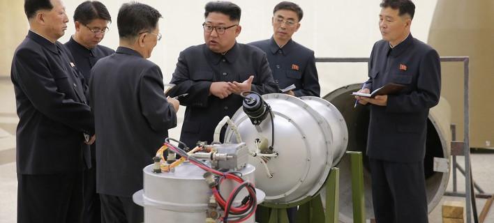 Ο Κιμ Γιόνγκ Ουν ανακοίνωσε ότι έφτιαξε ισχυρότατη βόμβα υδρογόνου/ Φωτογραφία: EPA/KCNA