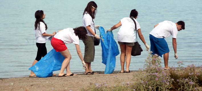 Σκουπίδια σε παραλίες EUROKINISSI/ΒΑΣΙΛΗΣ ΠΑΠΑΔΟΠΟΥΛΟΣ