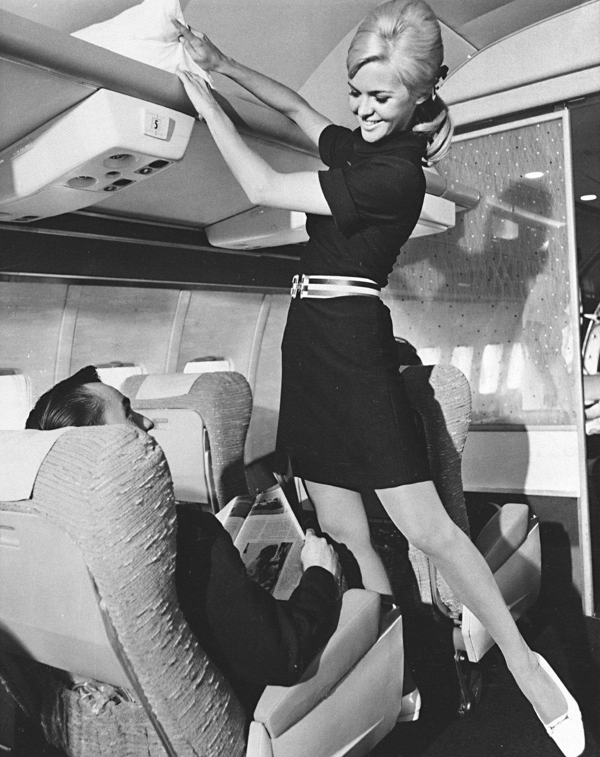 Πίσω στη χρυσή εποχή όπου το να ταξιδεύεις αεροπορικώς ήταν μία σίκ «γκουρμέ» περιπέτεια [εικόνες]