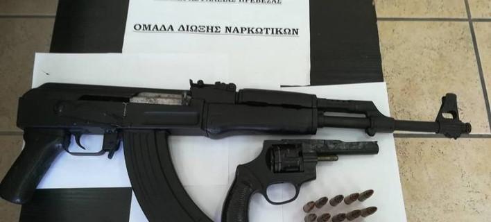 Σύλληψη 44χρονου για όπλα και δενδρύλια κάνναβης σε χωριό του Σουλίου/Φωτογραφία ΑΠΕ ΜΠΕ
