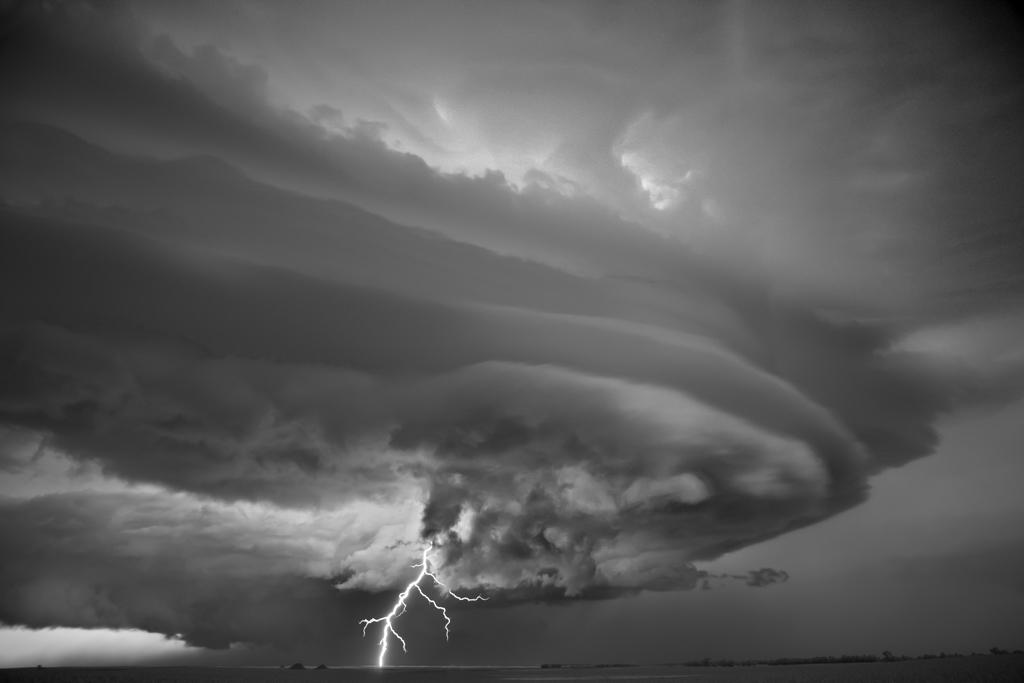 Μπροστά σ' αυτούς τους τυφώνες ο άνθρωπος μοιάζει απροστάτευτο μυρμήγκι [Εικόνες]