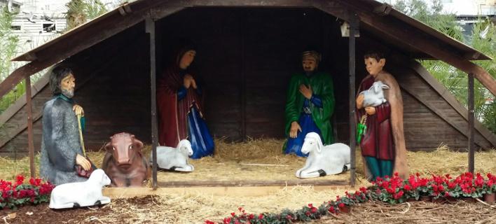 Αρχισαν να... ξεστολίζουν στην Ομόνοια -Εκλεψαν τον Ιησού από τη φάτνη [εικόνες]