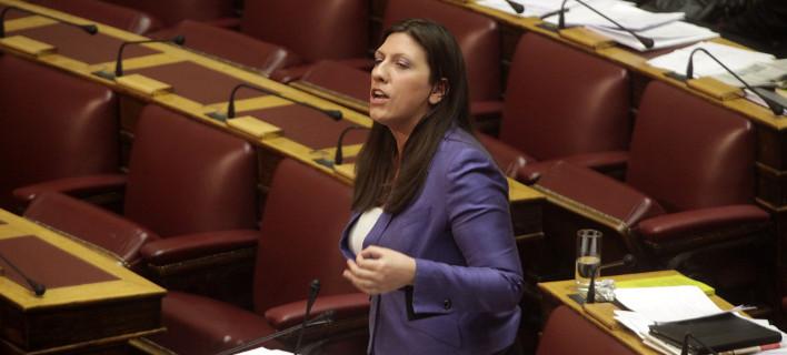 Εκτός ελέγχου στη Βουλή: Απίστευτοι διάλογοι και ύβρεις