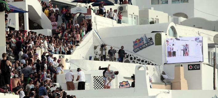 To Σάββατο οι θεαματικοί αγώνες parkour στη Σαντορίνη -Πηδάνε από ταράτσα σε ταράτσα [εικόνες]