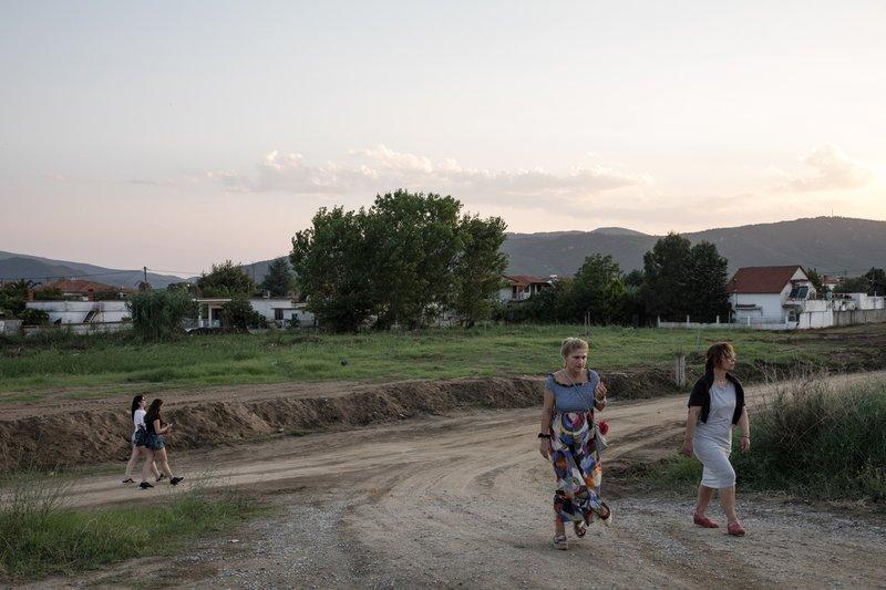 Οι κάτοικοι προσπαθούν να επανέλθουν στους φυσιολογικούς ρυθμούς της ζωής τους