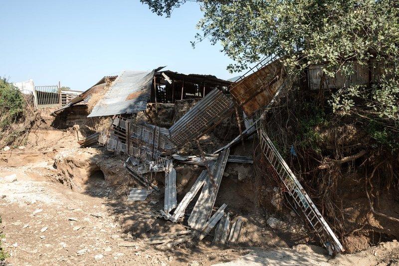 Ζημίες υπέστησαν και αποθήκες στην περιοχή