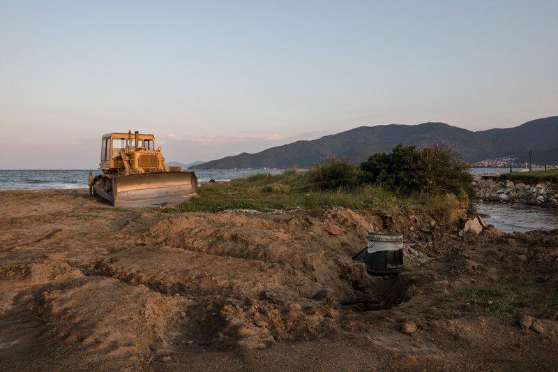 Η κατεστραμμένη παραλία των Βρασνών