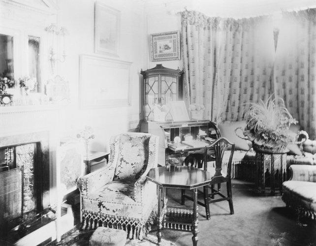 Ενα ακόμη από τα καθιστικά του York Cottage /Οκτώβριος του 1897