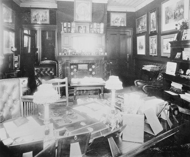Το γραφείο του Δούκα, τότε, του York, Γεωργίου στο York Cottage /Οκτώβριος του 1897