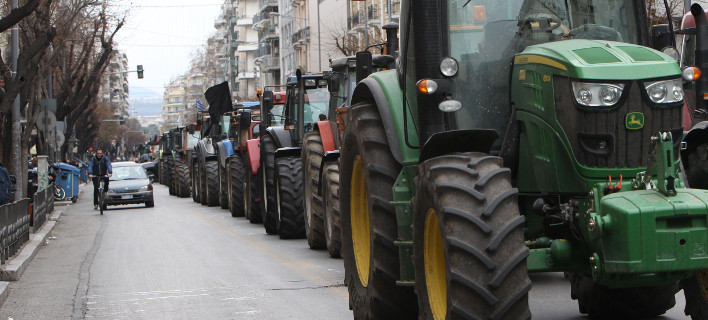 Τρακτέρ στο συλλαλητήριο του ΠΑΜΕ για να υποδεχτούν τον Τσίπρα στη ΔΕΘ