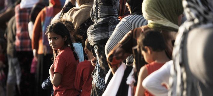 Μεταφέρουν πάνω από 400 πρόσφυγες στον Πειραιά/ φωτογραφία: eurokinissi
