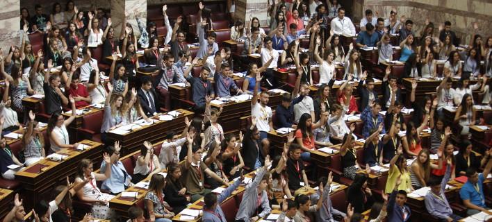 Κληρώθηκαν οι τυχεροί που θα μετάσχουν στη Βουλή των Εφήβων -Τα ονόματα στο διαδίκτυο