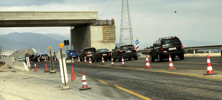 Εργα στο οδόστρωμα, φωτογραφία: ΧΡΗΣΤΟΣ ΜΠΟΝΗΣ//EUROKINISSI