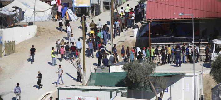 Επεισόδια μεταξύ ντόπιων και μεταναστών στη Σάμο -Φωτιές, πετροπόλεμος, 2 τραυματίες