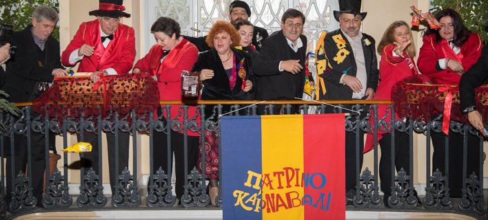 Με σοκολατοπόλεμο ξεκίνησε το καρναβάλι της Πάτρας -Θέμα η ανεργία [εικόνες]