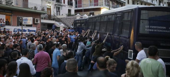 «Εφτασε με ΜΑΤ και εκατοντάδες αστυνομικούς», φωτογραφία: intimenews