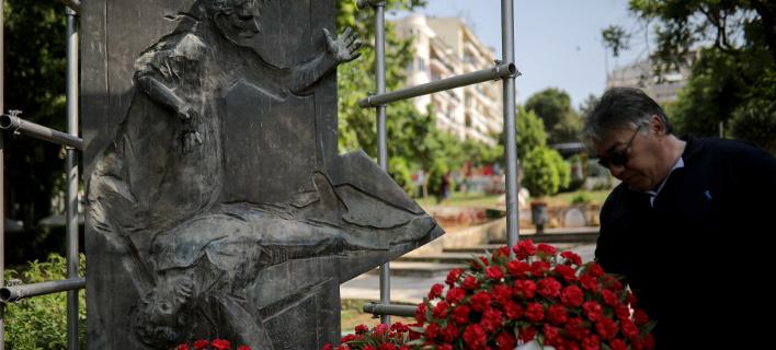 Στο Μνημείο του Καπνεργάτη στη συμβολή των οδών Βενιζέλου και Εγνατίας, φωτογραφίες: intimenews ΤΟΣΙΔΗΣ ΔΗΜΗΤΡΗΣ