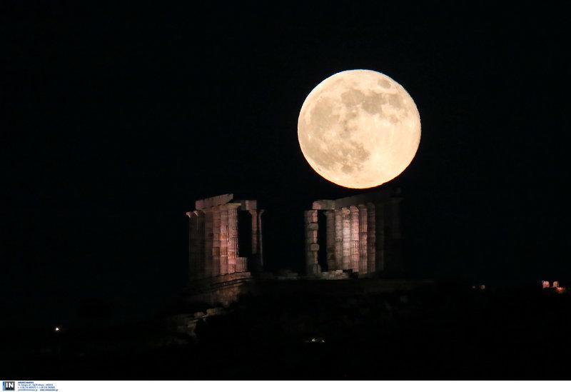 Strawberry moon του Ιουνίου, πάνω από το ναό του Ποσειδώνα -Φωτογραφίες: Intimenews