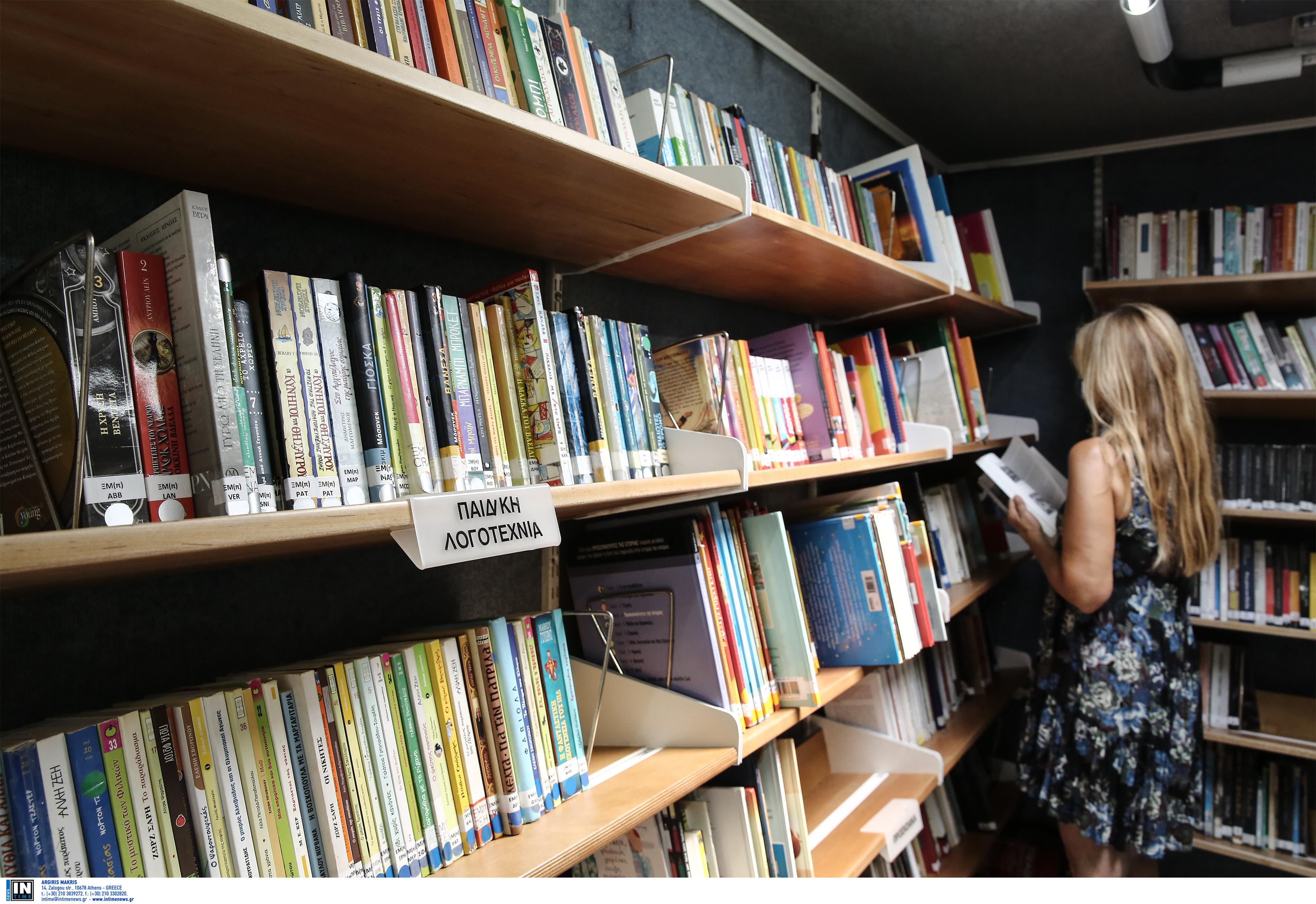 Τα βιβλία μπορούν να επιστραφούν σε όποιο μέρος βρίσκεται κάθε φορά η Κινητή Βιβλιοθήκη ή και στην Κεντρική Δημοτική Βιβλιοθήκη του δήμου Αθηναίων στο Σταθμό Λαρίσης