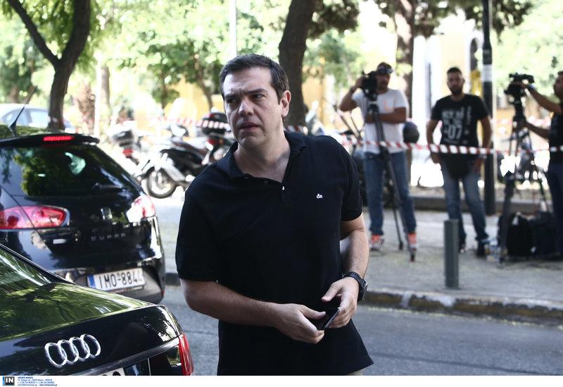 «Να πάτε να κάνετε κανένα μπάνιο» σύστησε στους δημοσιογράφους ο Αλέξης Τσίπρας, όταν τον ρώτησαν για πρόωρες εκλογές