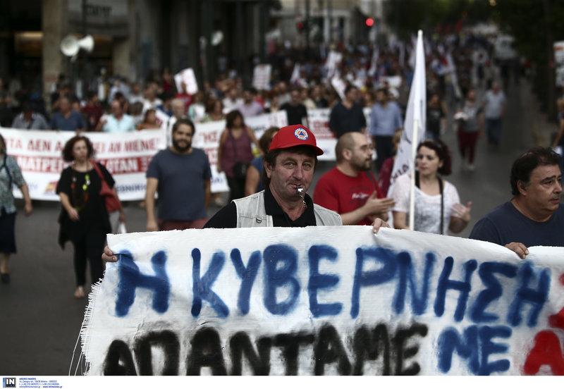Πορεία του ΠΑΜΕ στη Βουλή -Φωτογραφίες: EUROKINISSI//ΓΙΑΝΝΗΣ ΠΑΝΑΓΟΠΟΥΛΟΣ