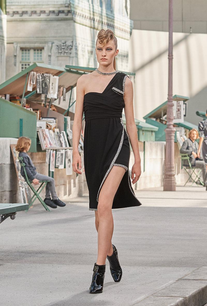 Το μικρό μαύρο φόρεμα ανανεώνεται!
