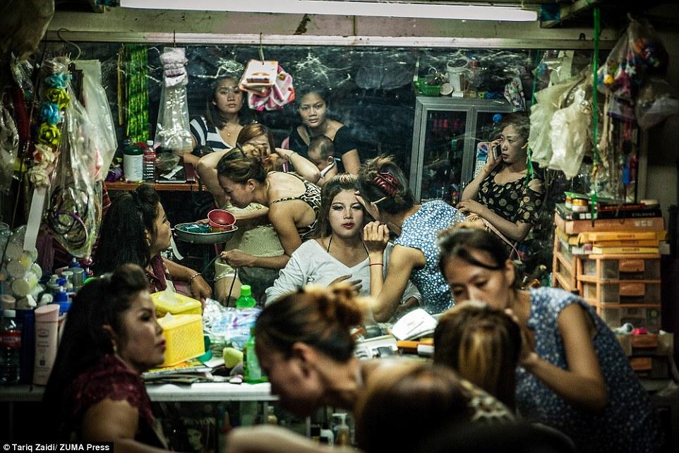 Το παλάτι των φτωχών στην Καμπότζη,το κτίριο που 'μαράθηκε'!!!(photos)