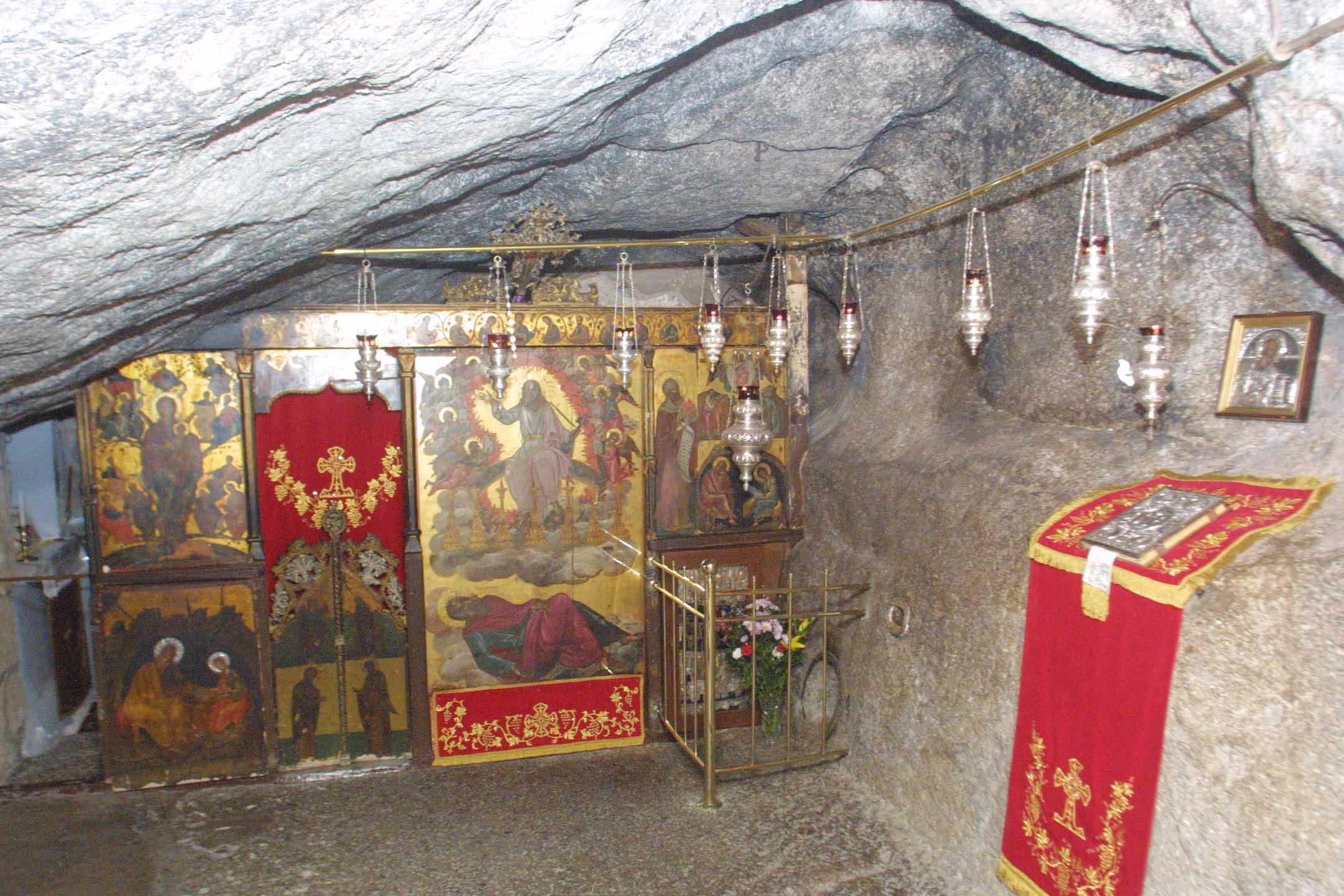 Το εσωτερικό του σπηλαίου της Αποκάλυψης / Φωτογραφία: EUROKINISSI