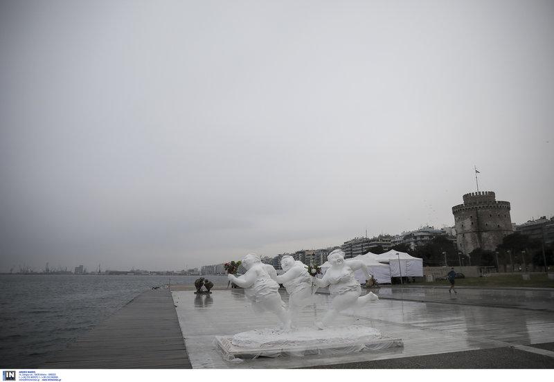 b852c1b83021 Θεσσαλονίκη  15 παχουλές γυναίκες μαγνητίζουν τα βλέμματα στο λιμάνι ...