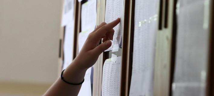 Ελπίζω στην ποσόστωση λέει μαθητής από τη Βρίσα -Εδωσε εξετάσεις αφού είδε νεκρή τη θεία του στα ερείπια