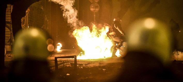 Επιτέθηκαν σε αστυνομικούς, φωτογραφία: EUROKINISSI/ΤΑΤΙΑΝΑ ΜΠΟΛΑΡΗ