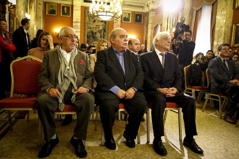 «Επιπλέει στα κοστούμια του ο Βούτσης» -Η νέα, αδυνατισμένη εμφάνιση του Προέδρου της Βουλής