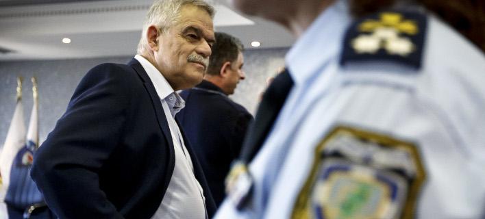 Ο Τόσκας απαντά στον Μητσοτάκη για την αποδέσμευση των αστυνομικών από τα γραφεία της ΝΔ