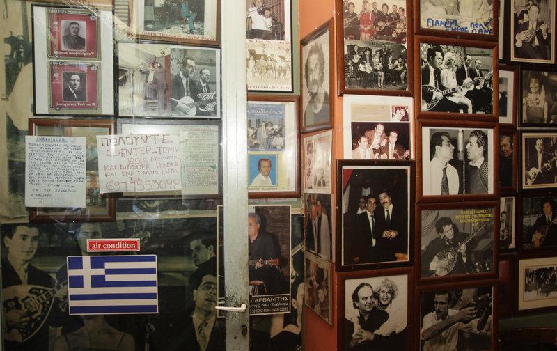 Το μουσικό καφενεδάκι στην Ομόνοια από το 1960 που έχει γίνει το στέκι του...τραγουδιού