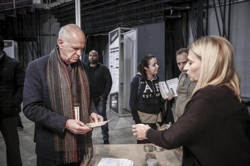 4341301 iefimerida - Γιώργος Παπανδρέου και Νίκος Καρανίκας στην πρώτη έκθεση κάνναβης στην Ελλάδα