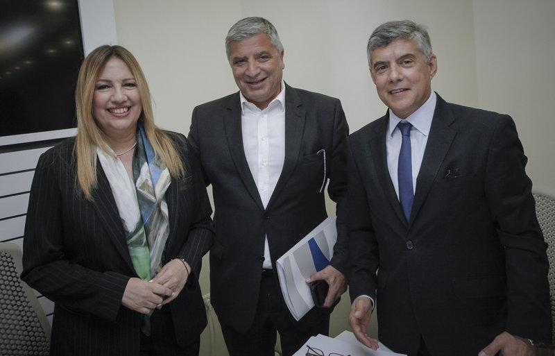 Η Φώφη Γεννηματά, ο πρόεδρος της ΚΕΔΕ Γ. Πατούλης και ο πρόεδρος της ΕΝΠΕ Κ. Αγοραστός