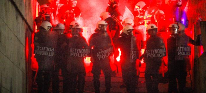 Τα επεισόδια ξεκίνησαν μεταξύ των διαδηλωτών με την αστυνομία, φωτογραφία: EUROKINISSI/ΧΡΗΣΤΟΣ ΜΠΟΝΗΣ