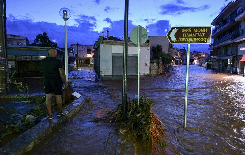 Πλημμύρες ξανά στη Μάνδρα -Ξύπνησαν μνήμες από τον φονικό χειμώνα του 2017 -Φωτογραφίες: ΑΝΤΩΝΗΣ ΝΙΚΟΛΟΠΟΥΛΟΣ / EUROKINISSI