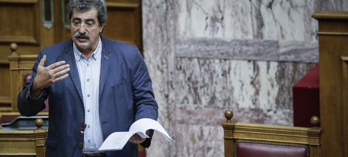 Από το βήμα της Βουλής, φωτογραφία: EUROKINISSI/ΣΤΕΛΙΟΣ ΜΙΣΙΝΑΣ)