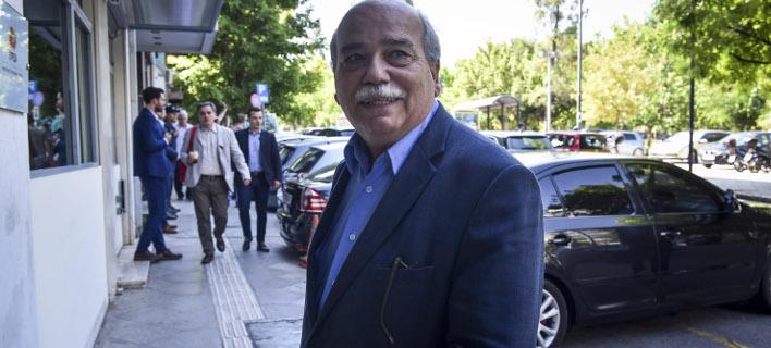 Σε συνέντευξή του στην ΕΡΤ, φωτογραφία: EUROKINISSI/ΤΑΤΙΑΝΑ ΜΠΟΛΑΡΗ